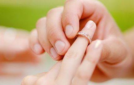 كيف تكسب قلب زوجتك وتسعدها كي تسعدك ؟