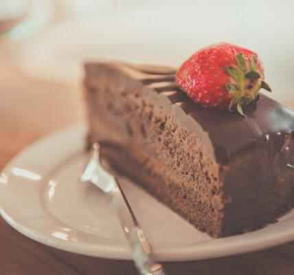 كيك الشوكولا المثالي لعمل تورتات أعياد الميلاد والمناسبات