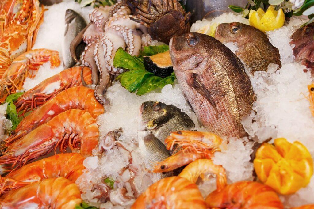 الأسماك بأنواعها وفواكه البحر غنية جداً بالأحماض الدهنية أوميغا 3