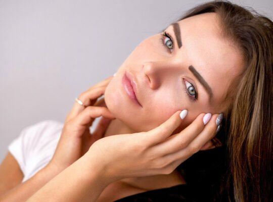 لبشرة شابة خالية من حب الشباب تجنب هذه الأخطاء عند غسل البشرة الحساسة